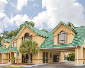 Howard Johnson by Wyndham Dothan - Dothan - Building