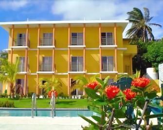 Parador Costa del Mar - Yabucoa - Building