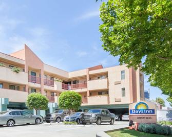 Days Inn by Wyndham San Francisco S/Oyster Point Airport - South San Francisco - Gebäude