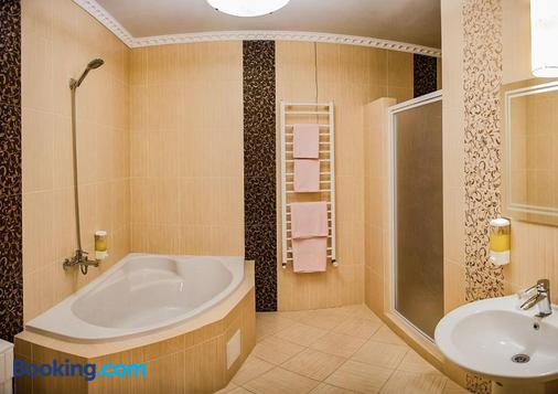 Golden Palace - Kalyny - Bathroom
