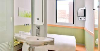 Ibis Budget Nimes Centre Gare - Nimes - Bathroom