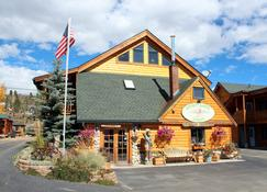 Spirit Lake Lodge and Snowmobile Rentals - Grand Lake - Gebäude