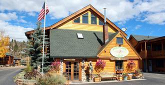Spirit Lake Lodge and Snowmobile Rentals - Grand Lake - Building