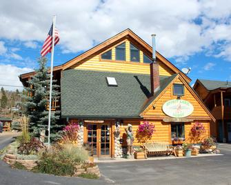 Spirit Lake Lodge and Snowmobile Rentals - Grand Lake - Building