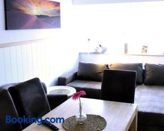 Penthouse mit 4 Schlafzimmer Warum-ins-Hotel - Neckarsulm - Living room