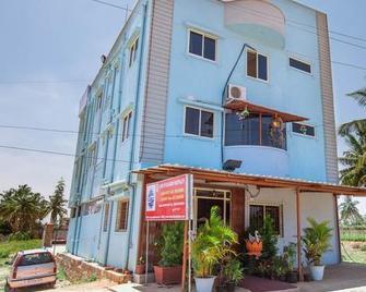 Ample Inn - Devanhalli - Building