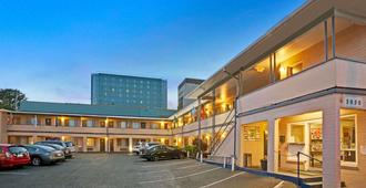 Travelodge by Wyndham Everett City Center - Everett