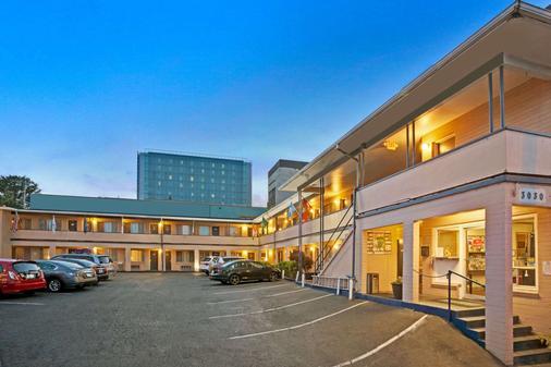 Travelodge by Wyndham Everett City Center - Everett - Toà nhà