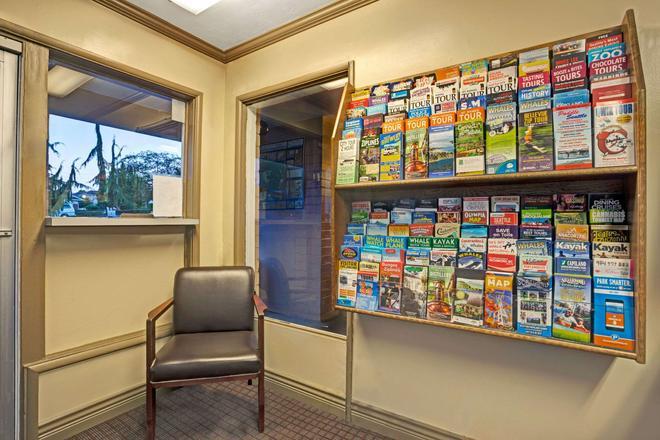 Travelodge by Wyndham Everett City Center - Everett - Lobby