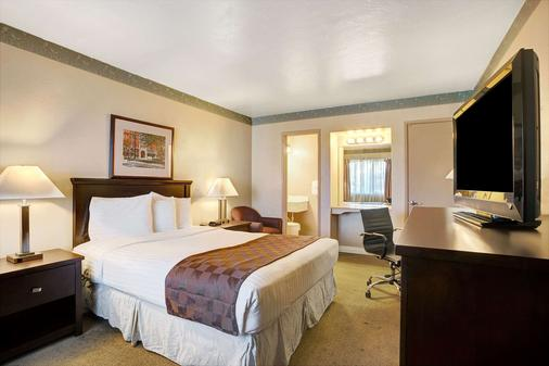 Travelodge by Wyndham Everett City Center - Everett - Phòng ngủ