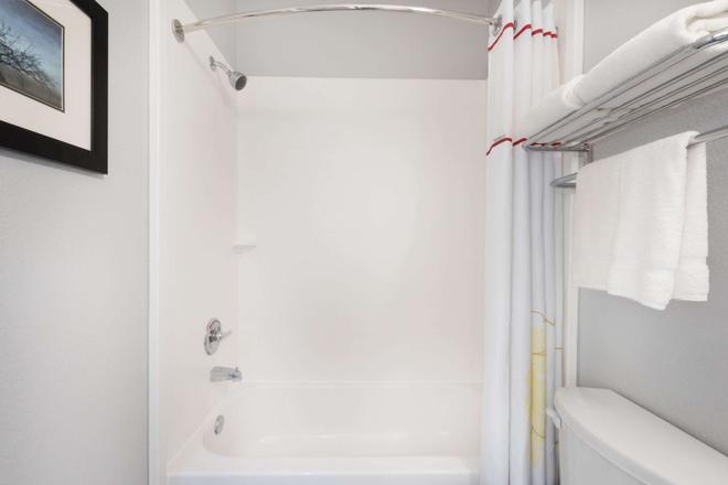 Hawthorn Suites by Wyndham Midland - Midland - Baño