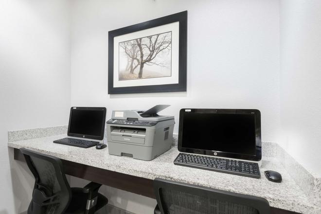 Hawthorn Suites by Wyndham Midland - Midland - Centro de negocios