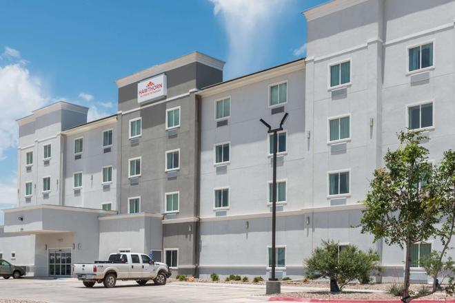 Hawthorn Suites by Wyndham Midland - Midland - Edificio