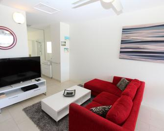 1 Bright Point Apartment 1402 - Nelly Bay - Living room