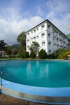 Hotel Suisse - Kandy - Bể bơi