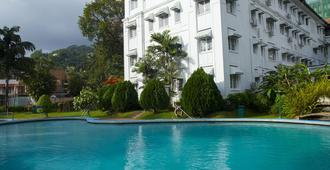 Hotel Suisse - Kandy - Pool