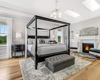 Walden Hall - Culpeper - Bedroom