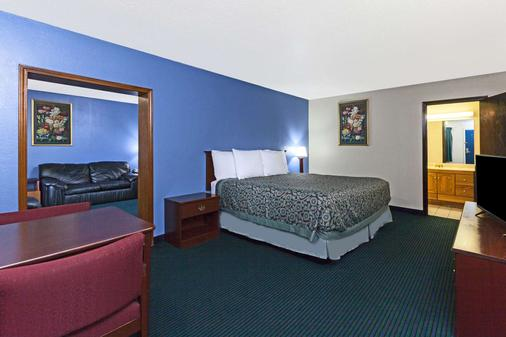 Days Inn by Wyndham Oklahoma City Fairground - Oklahoma City - Bedroom