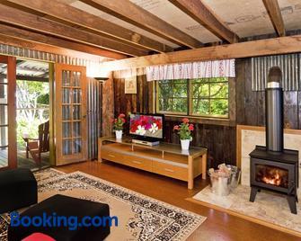Possum Lodge At Cloudhill Estate - North Tamborine - Living room