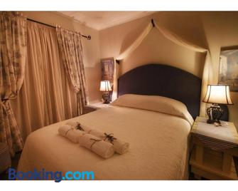 Graceland Self-Catering Cottages - Winterton - Bedroom
