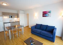 All Suites Appart Hotel La Teste de Buch - La Teste-de-Buch - Wohnzimmer