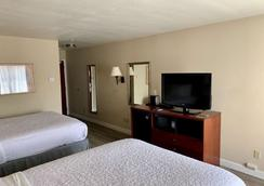 Country Inn & Suites by Radisson Midway FL - Midway - Bedroom