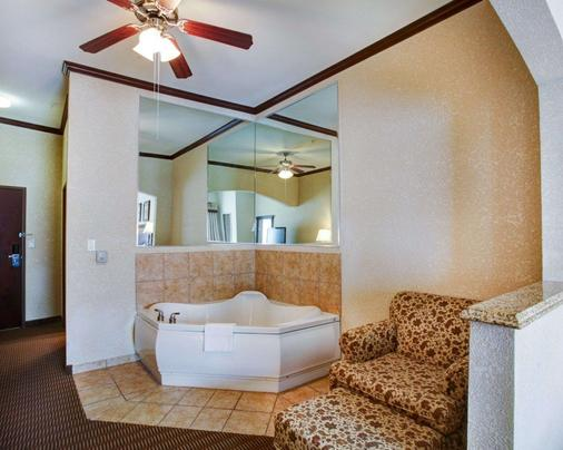 Comfort Suites University Drive - College Station - Bathroom