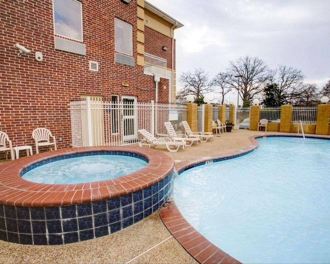 Comfort Suites University Drive - College Station - Pool