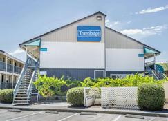 Travelodge by Wyndham Fairfield/Napa Valley - Fairfield - Building