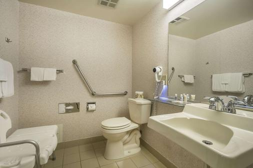 Comfort Inn - Chilliwack - Bathroom