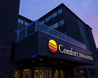 Comfort Inn & Suites Downtown Edmonton - Edmonton - Building