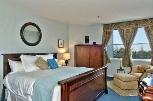 Bay Hill Mansion Bed & Breakfast - Bodega Bay - Bedroom