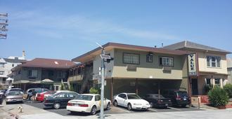 Value Inn - Oakland - Building