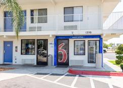 Motel 6 Bakersfield Convention Center - Bakersfield - Edificio