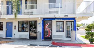 Motel 6 Bakersfield Convention Center - Bakersfield - Edificio