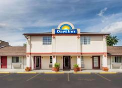 Days Inn by Wyndham Plymouth - Plymouth - Building