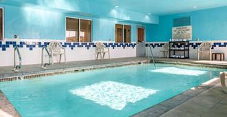 Quality Inn Noblesville-Indianapolis - Noblesville - Pool