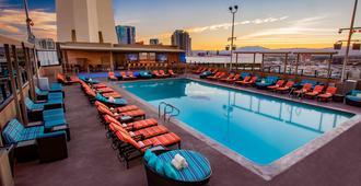The Strat Hotel, Casino And Skypod - Las Vegas - Piscina