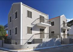 G.Living 365 - Agia Effimia - Building