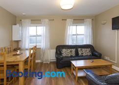 The Helm Apartments B&B - Westport - Living room