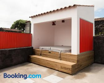 Ilhéu do Areeiro - Madalena - Building
