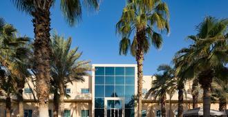 Millennium Central Mafraq Hotel - אבו דאבי