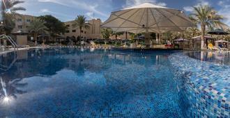Millennium Central Mafraq Hotel - Abu Dhabi - Pool