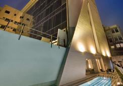 十四行詩酒店 - 加爾各答 - 加爾各答 - 游泳池