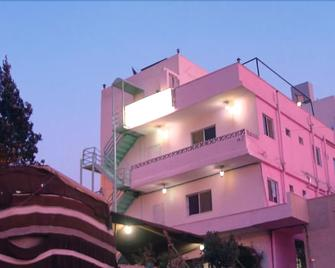 Valentine Inn - Wadi Musa - Building