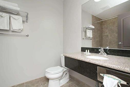 Travelodge by Wyndham Wetaskiwin - Wetaskiwin - Bathroom
