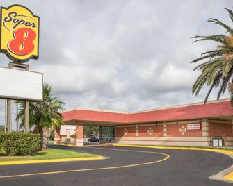 Super 8 by Wyndham Lake Jackson/Clute - Lake Jackson - Building