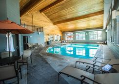 貝斯特韋斯特瑞米爾艾維套房酒店 - 寇迪 - 科迪 - 游泳池