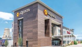La Quinta Inn & Suites by Wyndham Memphis Downtown - Memphis - Building