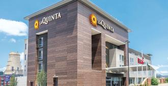 La Quinta Inn & Suites by Wyndham Memphis Downtown - Memphis - Building